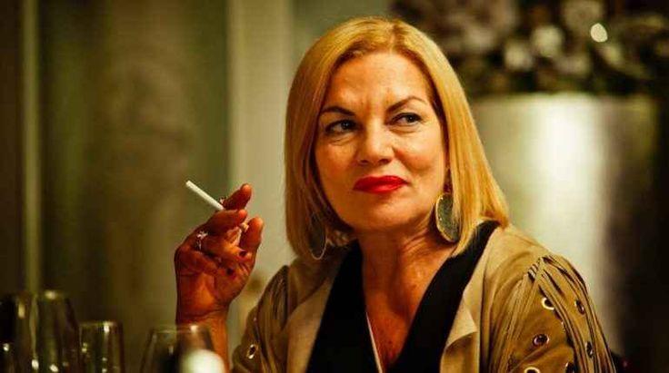 """Intervista a Cristina Donadio (Scianel di Gomorra 2) L'abbiamo conosciuta, apprezzata e soprattutto temuta in """"Gomorra 2"""", serie tv dal meritatissimo successo. Stiamo parlando di Cristina Donadio, la talentuosa attrice che ha interpretato Donna Annalis #scianel"""