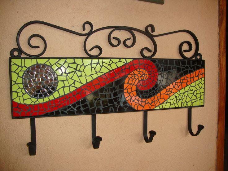 (2) Mosaiquismo. Percheros En Hierro Com Azulejos, Venecitas,etc - $ 890,00 en MercadoLibre