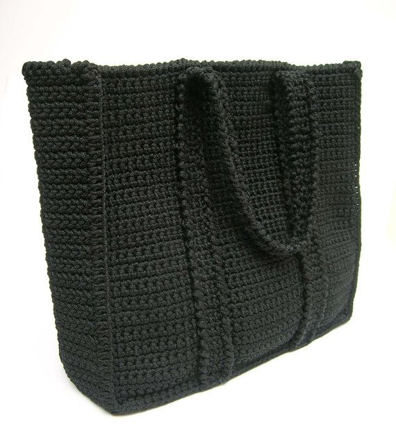 Crochet pattern for basic bag. Easy level, created for beginners, includes basic stitches and shaping. Row by row guidance.