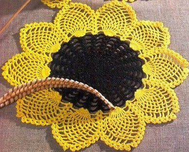 Free crochet patterns and video tutorials: How to crochet sunflower doily free written patter...