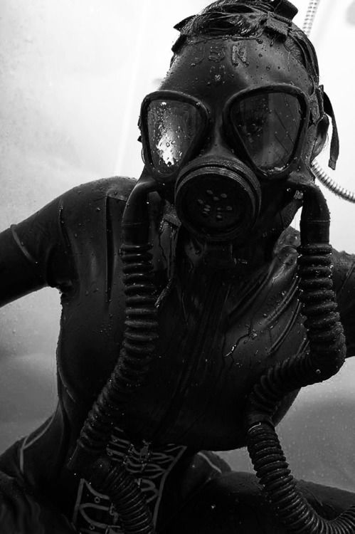 Good Afternoon Shut-Ins.  It's time for Gabrielle's Infected Fashion Hour...if you are going to stay clean you should at least wear it well.  First up, a look at the new CDC couture.