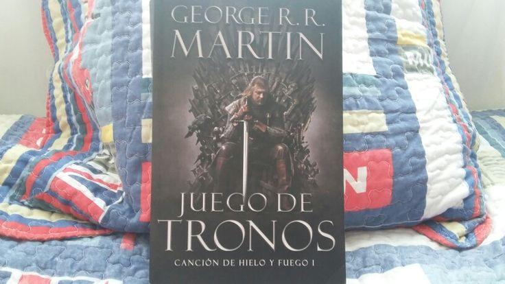 """""""Juego de Tronos: Canción de Hielo y Fuego"""" escrito por George R.R. Martin.:"""