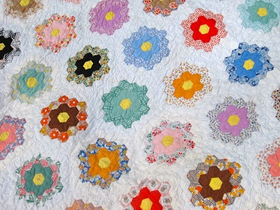My newest acquisition...  I am in love!: Flowers Gardens, Quilts Patterns, Quilt Patterns, Grandmother Flowers, Vintage Grandmothers, Flower Gardens, Grandmothers Flowers, Gardens Quilts, Flowers Gardenquilt