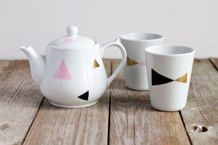 Geometric triangle teapot and 2 cups 28€ via etsy