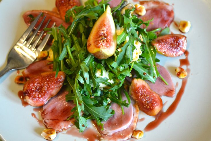 Smoked duck salad with figs and blue cheese and a blackcurrant dressing