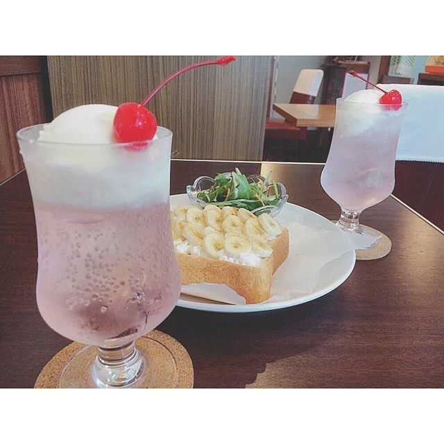 東京都世田谷区の千歳烏山にある「喫茶 宝石箱」をご存知ですか?宝石箱を開けるときのようなときめきと、昭和にタイムスリップしたような気持ちを味わうことができます。また、夏にぴったりなクリームソーダが可愛すぎるお店でもあり、女子を虜にさせています。