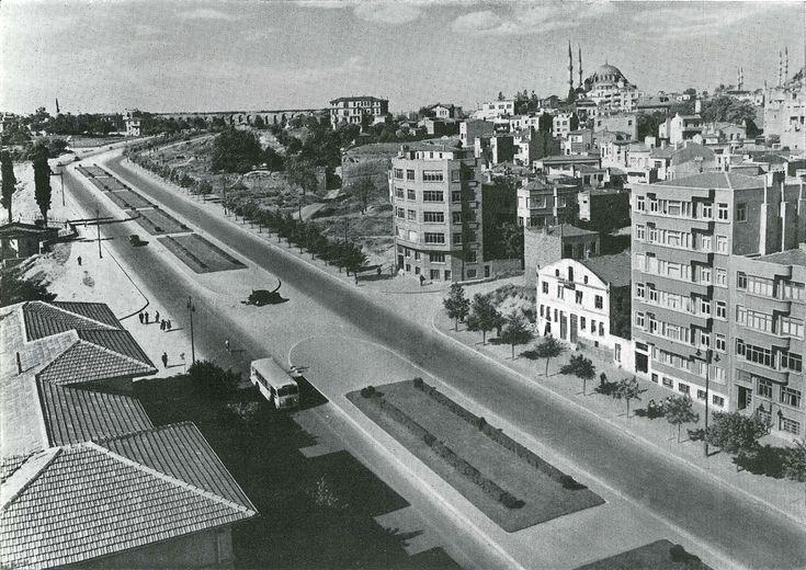 Atatürk Bulvarı Aksaray bölümü / 1947    Fotoğrafçı: Othmar Pferschy http://ift.tt/2hdoHu6