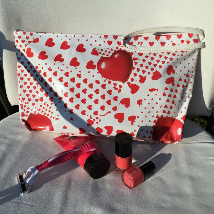Cosmetic bag. Hearts, back to school campaign.  #Hallmark #verkerke #huubvanosch