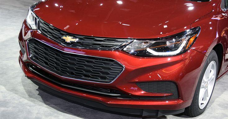 mostra a nova geração do Chevrolet Cruze