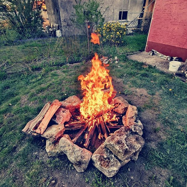 Throwback Entspannungsfeuerchen  . . #nuremberg #huaweip30 #leica #camera #fire