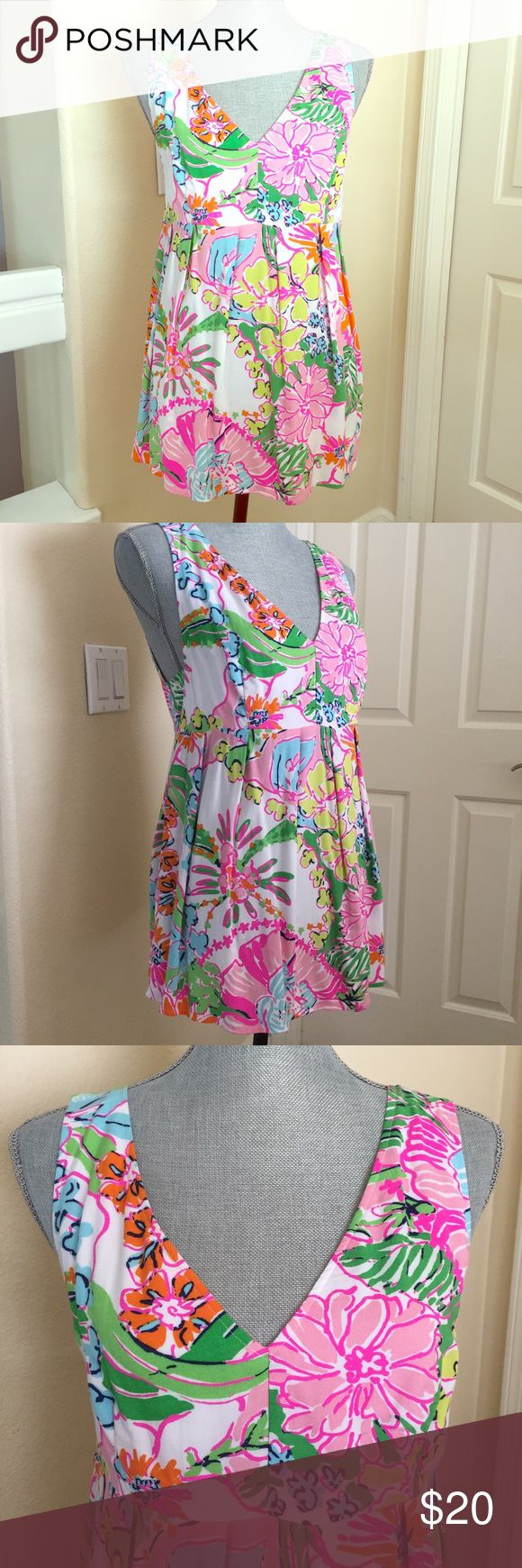 """Lilly Pulitzer Floral Top Beautiful bright floral Lilly Pulitzer top with pleated front and zipper in the back. 26"""" long. Lilly Pulitzer Tops"""