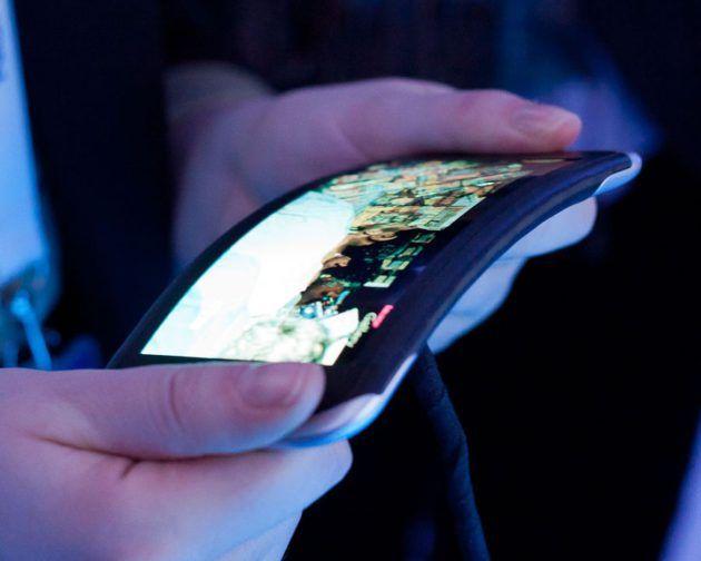 Nokia, comme Samsung et LG, travaille aussi sur les technologies d'appareils flexibles - http://www.frandroid.com/marques/nokia/405077_nokia-comme-samsung-et-lg-travaille-aussi-sur-les-technologies-dappareils-flexibles  #Nokia, #Smartphones