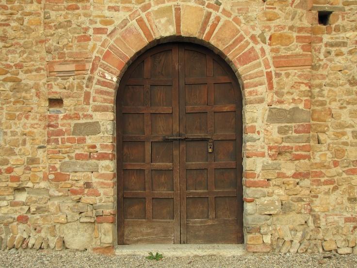 The wooden door of Pieve Romanica in Viguzzolo (AL)  #tortona