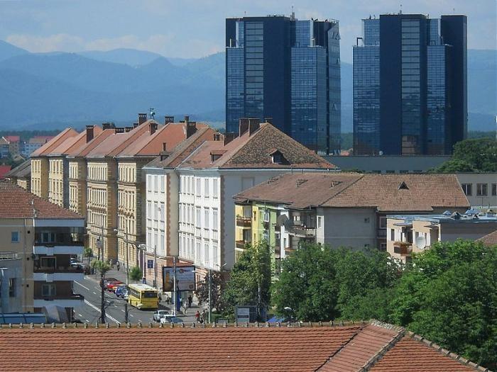 Doua cladiri de 18 nivele.Centru de afaceri. Poreclit Turnurile Gemene. Deschis oficial August 2011  Sibiu/Hermannstadt, Str. Nicolaus Olahus Nr.5  550370 SIBIU, Transilvania, Romania Telefon:+4-0269-234006, +4-0369-101217 Fax:+4-0269-427788, +4-0369-815809 E-mail:office@centruldeafacerisibiu.ro Web:www.centruldeafacerisibiu.ro