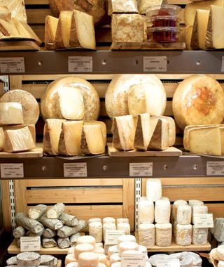 Fromagerie Laurent Dubois, independent fromagerie in Paris.