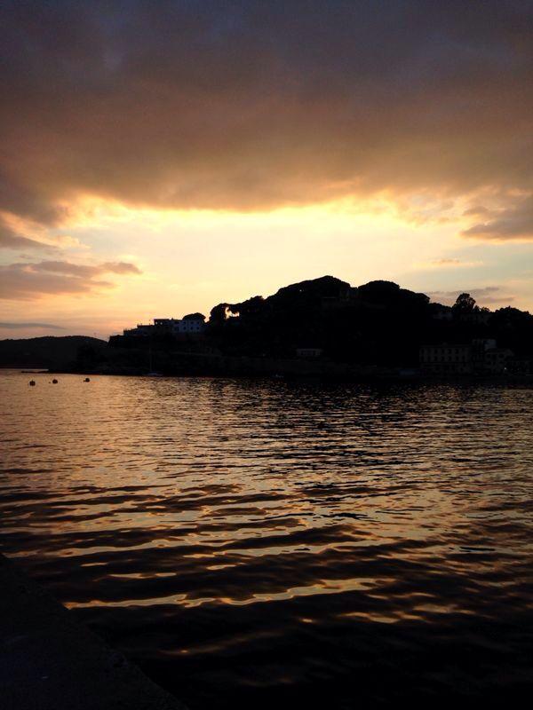 La magia di Porto Azzurro! #Sunset #Summer #Follow #Slam #VisitElba