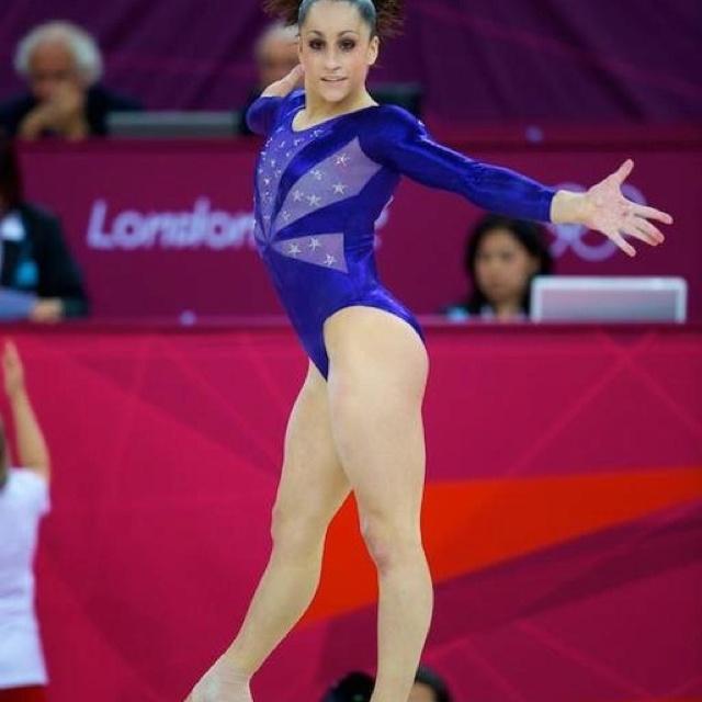Pin by Shreya R on Ballet   Anna mcnulty, Gymnastics poses