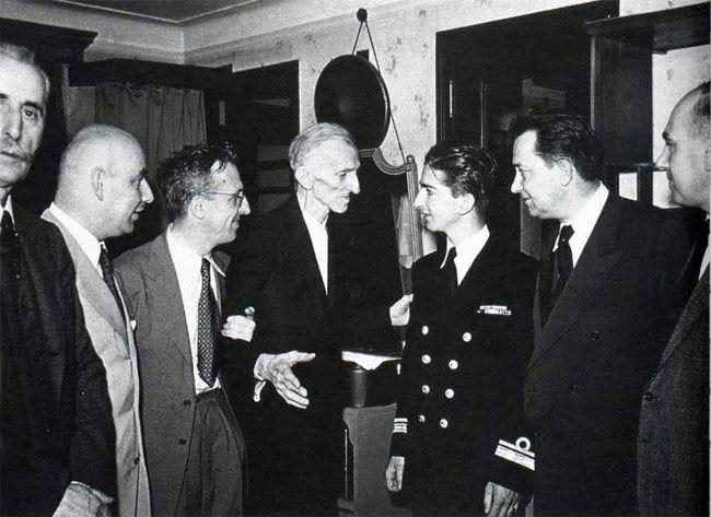 "Nikola Tesla – Everything is the Light by GEORGI STANKOV Interview with Nikola Tesla from 1899 TESLA MEETS KING PETER II OF YUGOSLAVIA ON JULY 15, 1942. TESLA'S NEPHEW, SAVA KOSANOVIĆ, IS THIRD FROM THE LEFT. Once, in 1899, Nikola Tesla had an interview with a certain journalist John Smith, when Tesla said ""Everything is …"