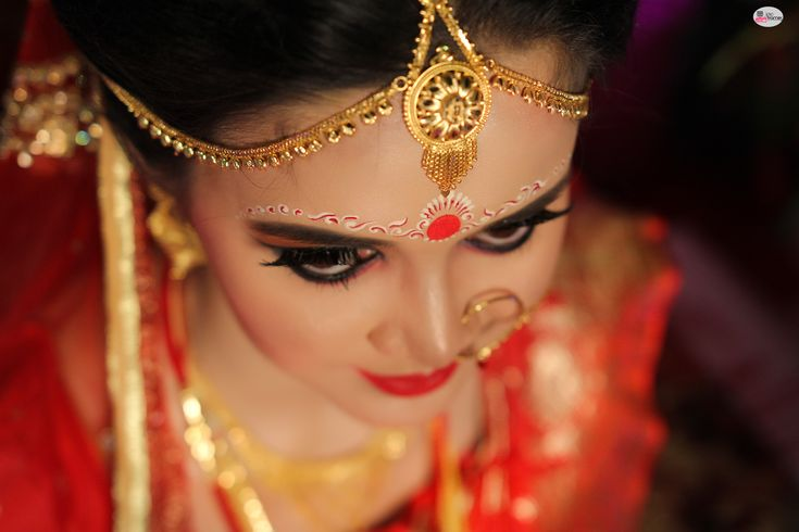 Pretty bengalibride shot by iPic Frames.   https://www.facebook.com/iPicFrames/  Bengali #Bride #bengaliwedding #indianmarriages #WeddingPhotography