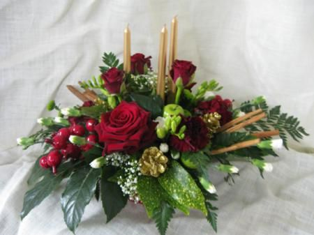 Christmas Flowers | Christmas Table Centre Arrangement - Alcorns Flower & Garden Centre ...