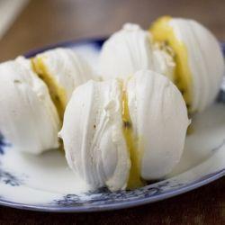 Vanilla Meringues with Passionfruit Curd