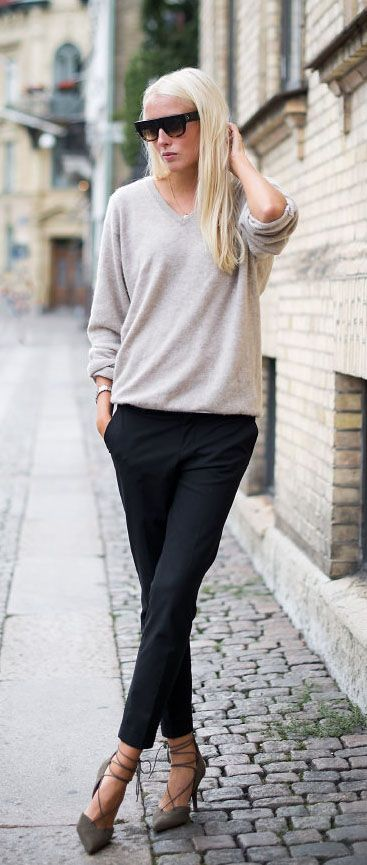 Ellen Claesson in a Grey Cashmere sweater from Davida, Grey lace up shoes and Black trousers from Zara.