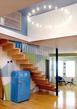Escada pendurada do teto.