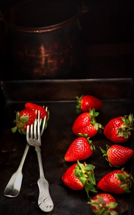 kitchen drama  |  food photography: Strawberries on an old baking tray