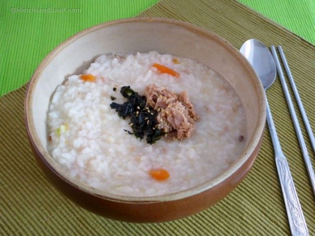 Korean tuna porridge recipe. A light and healthy meal than can help you recover your energy and that Koreans consume often.