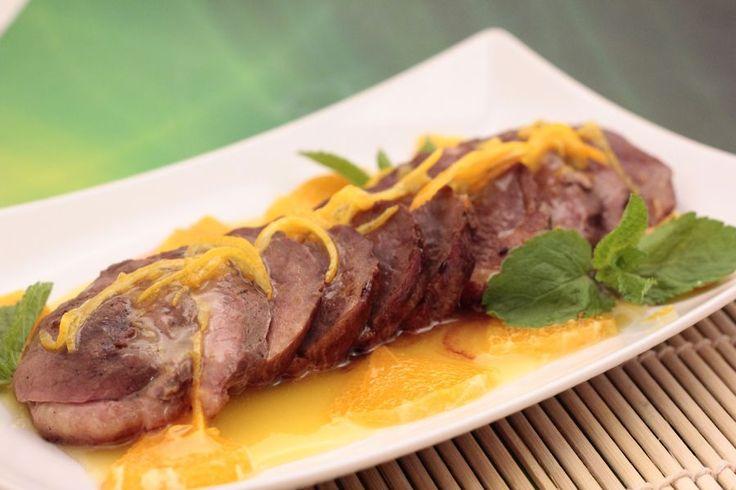 Нежная утиная грудка в сочетании с ароматным мандарином прекрасное блюдо для праздничного вечера или романтического ужина.
