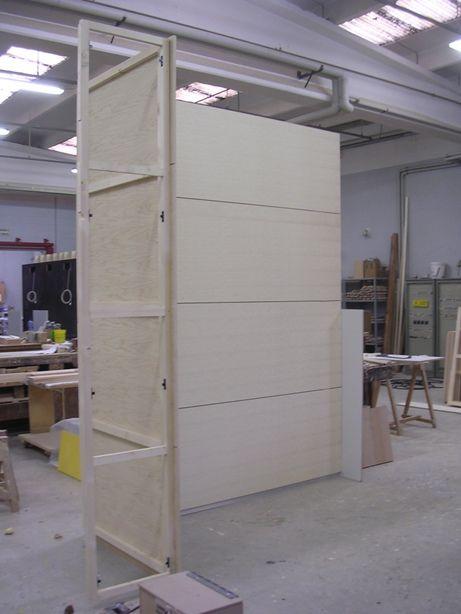 Parete di rivestimento murale in legno di frassino.    Wall wallcovering ash wood.