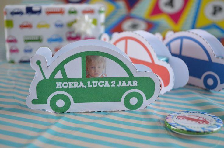 Maak van een doosje rozijntjes een stoere auto met deze printable #trakteren #favor