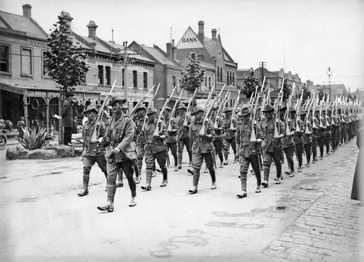 Australian troops matching through Melbourne,Victoria in October 1914.A♥W