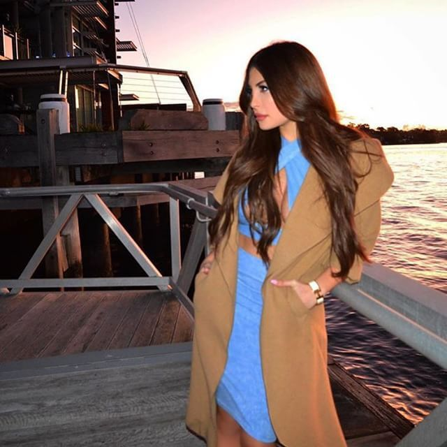 "Gazing off into the sunset is our #bellamibella @sharibenjamin in her 220g 22"" #BELLAMIChocolateBrown Bellissima set, shop through our website at www.bellamihair.com <3 #bellamihair #teambellami #bellamibeautybar #bellamimovement #thebellamilife"