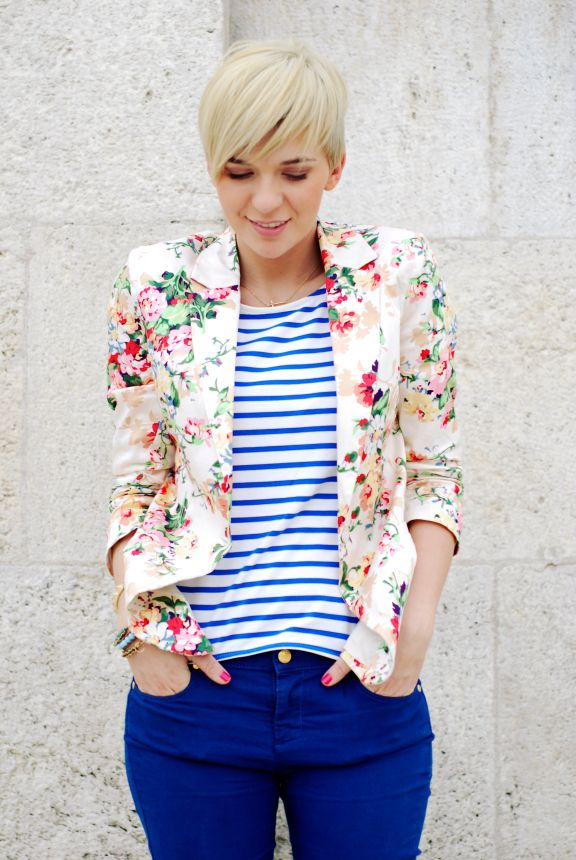 Perfect mixing of patterns!  Floral blazer, striped blouse and blue pants... Women's spring fashion clothing outfit