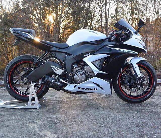 White 2013 Kawasaki ninja zx6r 636