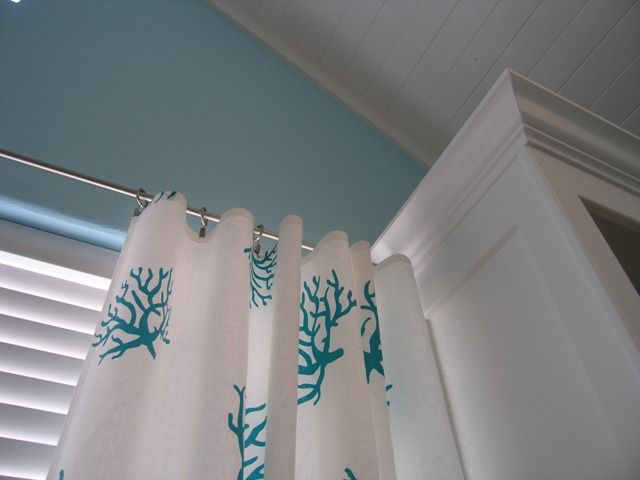 DIY No Sew Curtains Tutorial - I bought a king size sheet and am on the lookout for a couple more in similar colors.  My first sheet cost me $2.00 at the thrift and I'll get two nice wide panels out of it.  Compare to $9.99-$20.00 plus per panel new and I'm pretty happy.  Can't wait to do this project!