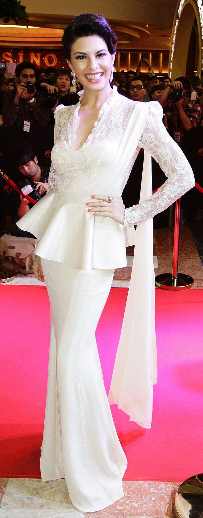 Jacqueline Fernandez. Oh god her dress❤❤