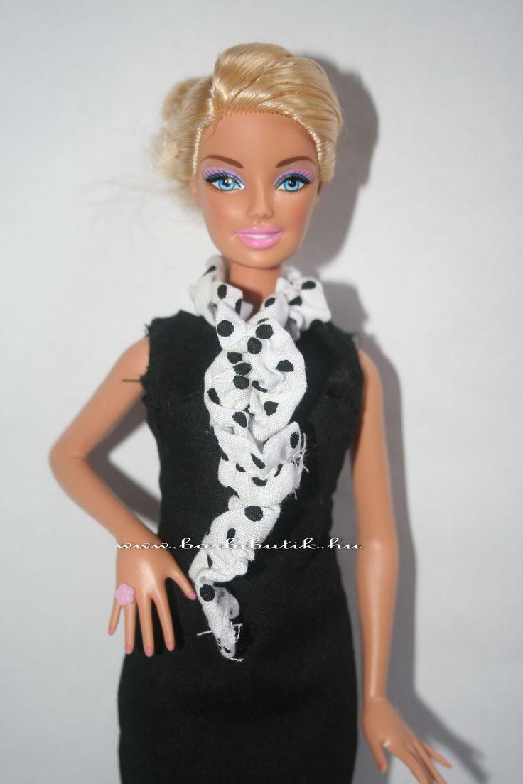 Pöttyös Barbie sál, elöl csavartan. / Barbie scarf.