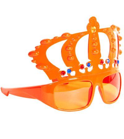 Oranje bril met kroon. Oranje supporters bril met daar een oranje kroon aan vast. De oranje supportersbril met kroontje heeft zowel oranje glazen als een oranje montuur.