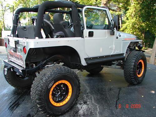 "Custom 2004 Jeep Wrangler TJ 8"" Lift, 37"" Tires, & 400 HP Engine!"