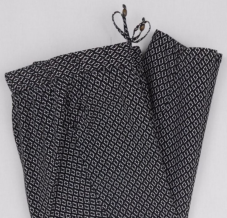 Old Navy Pants Size M Black White Rayon Print Capri Cropped Elastic Waist Women #OldNavy #CaprisCropped