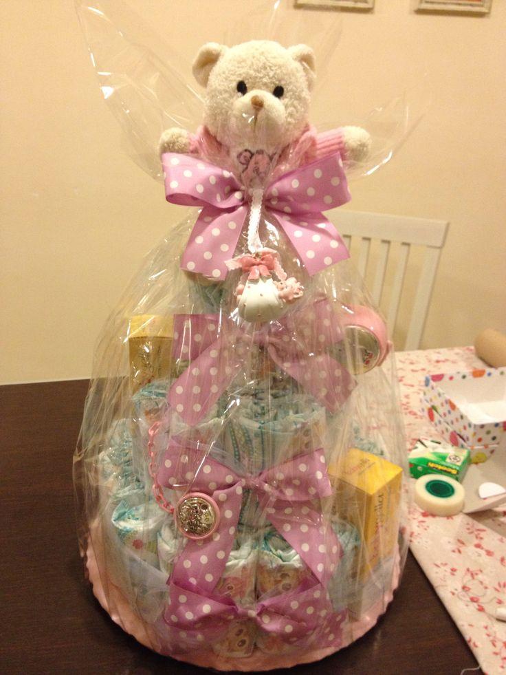 Diapers cake pink per l'arrivo di una bella femminuccia con ✅ peluche ✅ prodotti per il bagno baby saugella ✅ portaciuccio