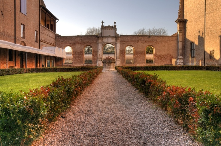 SIGHTS. Pinacoteca Nazionale. Named after the diamond-shaped ashlar stones on its facade, the Palazzo dei Diamanti was built for Sigismondo d'Este late in the 15th century. Regarded as the family's grandest palazzo, it is now home to the Pinacoteca Nazionale and its interesting c
