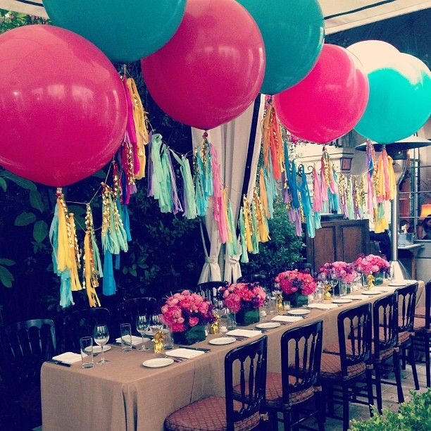 \\\ Great how the balloons compliment the tablescape \\\