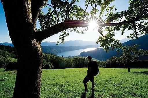 Kärnten: Der neue Alpe-Adria-Trail - Grenzenlos Wandern vom ewigen Eis bis ans Meer   Fotograf: Daniel Zupanc   Credit:Zupanc / Kärnten Werbung   Mehr Informationen und Bilddownload in voller Auflösung: http://www.ots.at/presseaussendung/OBS_20120420_OBS0007