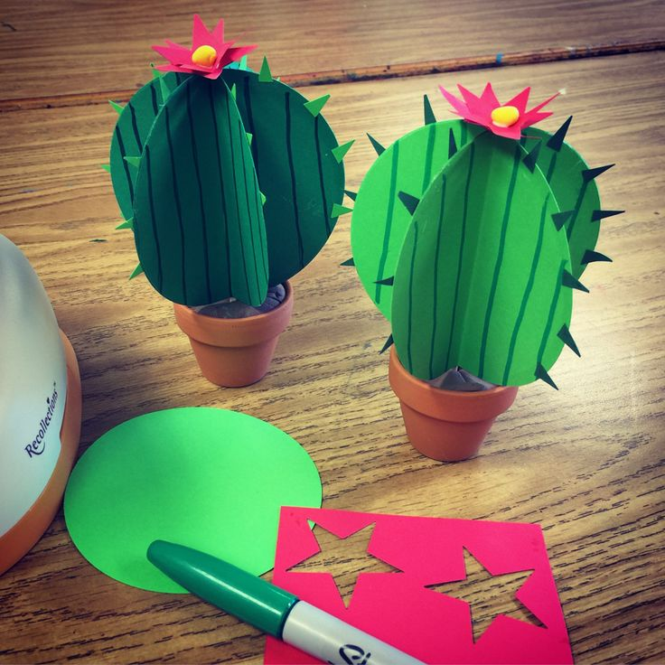 Paper Cactus. Miniature clay pot with cactus made from fans of green card stock paper. Thank you craft paper punches that totally make these projects possible! #cactus #papercraft