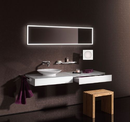 Tendencia baños 2014: Espejos con luces Led activadas con sensores. Bathroom Trends 2014: Innovation & High Tech in the #Bathroom - Emco Led Light in Mirrors with Touch Sensor Dimmer. #PerscentrumWonen #LedLight
