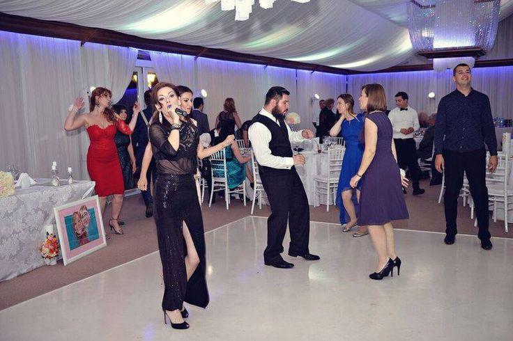 Formatii nunta Bucuresti pentru evenimentul dvs, pentru toate genurile, varstele si buzunarele.  Solistii profesionisti Ana Flavian  www.formatia-anaflavian.ro