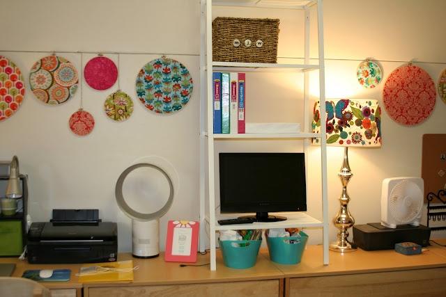 Lots of cute DIY ideas for dorm decor!Diy Ideas, Wall Decor, Lucy Lampshades, Dorm Decor, Room Decor, Room Ideas, Embroidery Hoop, Cute Dorm Room, Lucy'S Lampshades